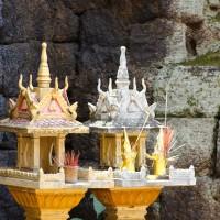 Cambodge, des offrandes pour nourrir les esprits.