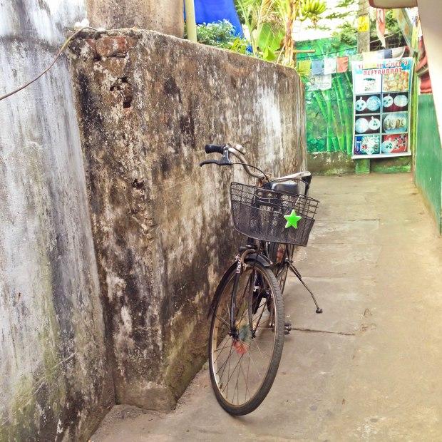 Vélo attendant sagement son propriétaire
