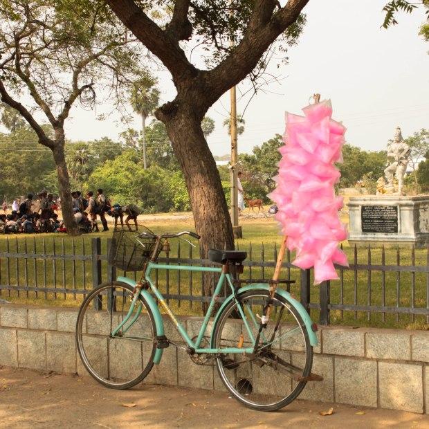 Le vélo, support pour vendre sa marchandise