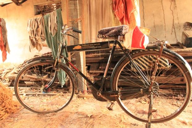 """Le Vélo """"Hercules"""" à la belle selle"""