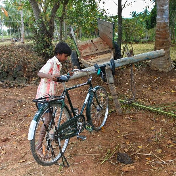 Et grâce à ce petit garçon et son beau vélo, nous avons pu rencontrer tout un village et vivre des moments forts et inoubliables.