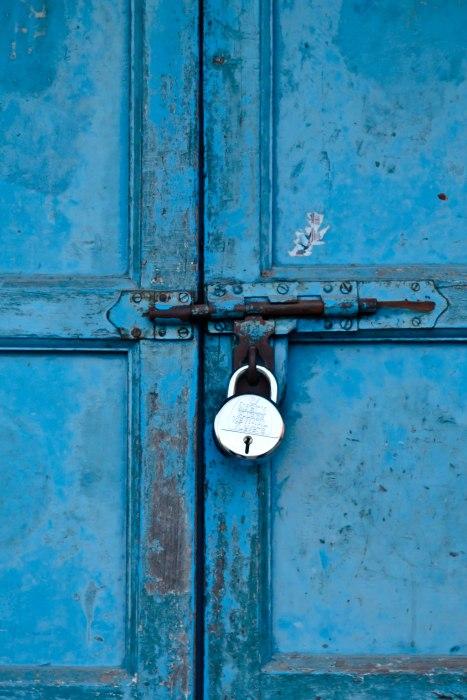 Porte cadenassée dans le Kerala