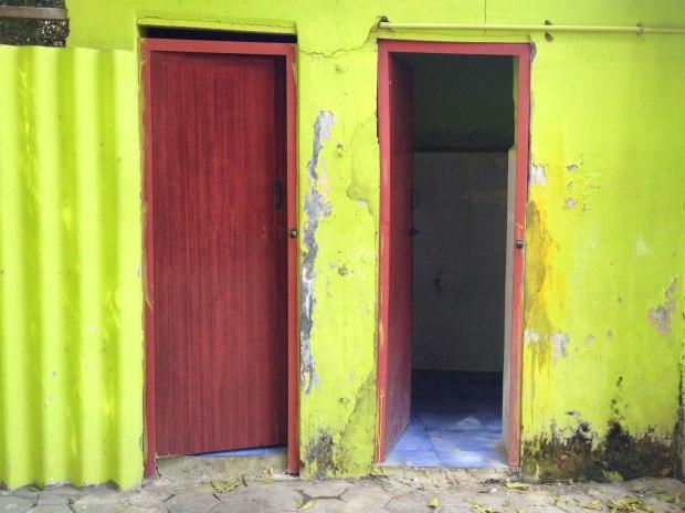 Porte de toilettes de restaurant