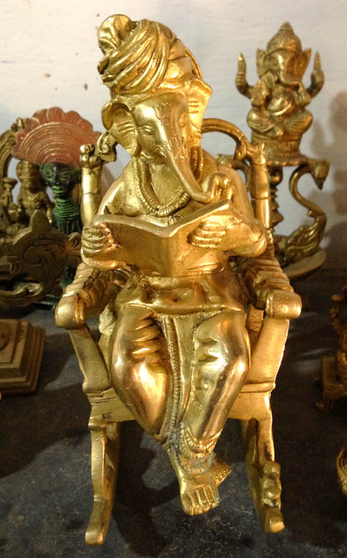 Ganesha, poli et pas vieilli. Il me fait craquer avec son turban et son rocking-chair