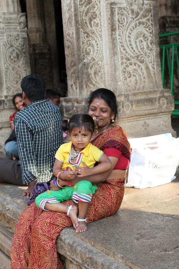 Sur les marches du temple