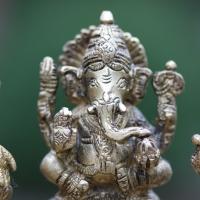 Un atelier de sculpteurs de bronze en Inde