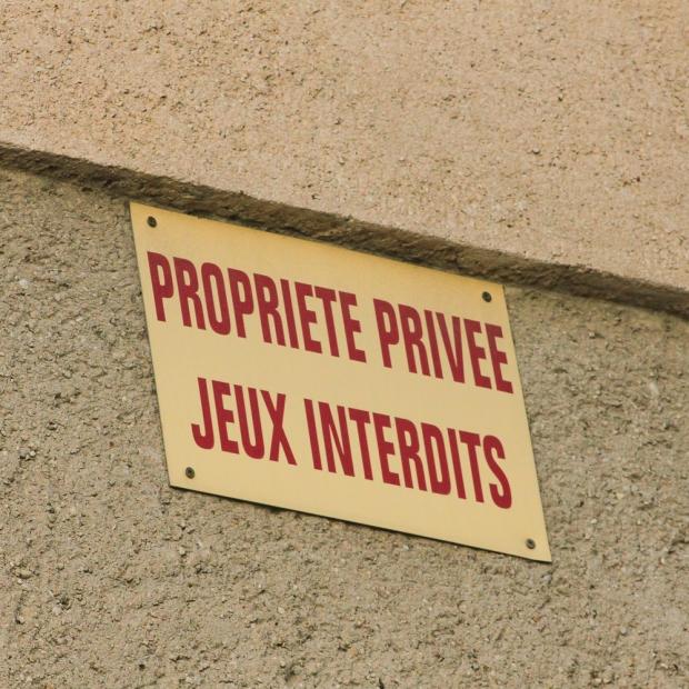 A Avignon il est interdit de jouer. Ce n'est pas Avignon la ville du Festival?