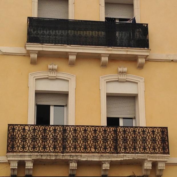 Je reste toujours bouche-bée devant la beauté des balcons et de leur ferronnerie.