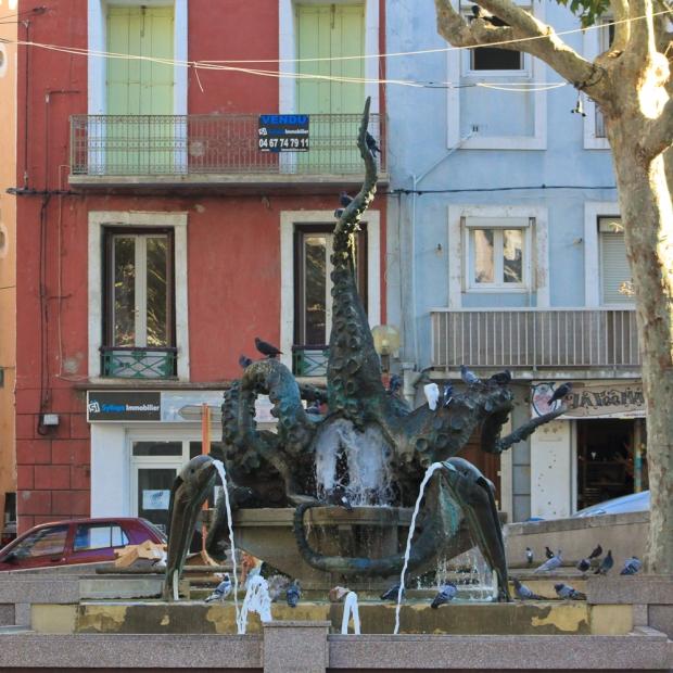 La fontaine du poulpe ou poufre en Sétois réalisé par le sculpteur Nocca