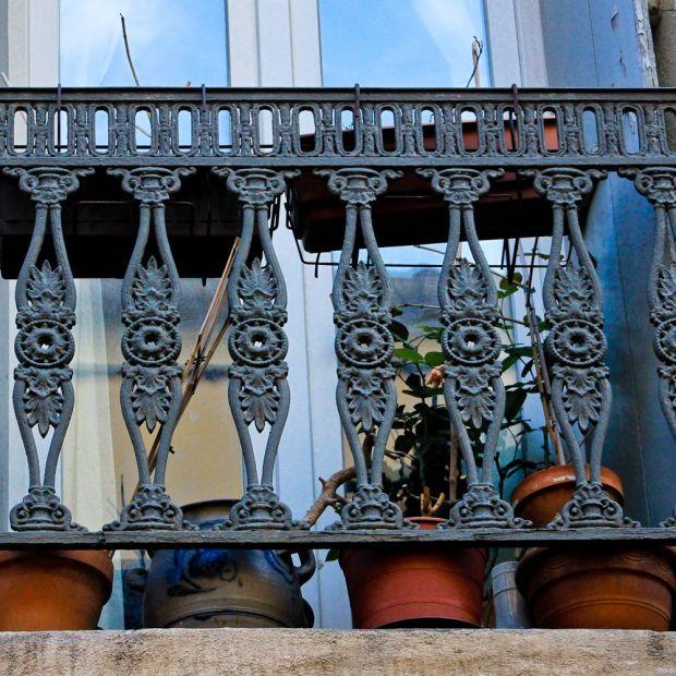 Balcon Sétois avec un pot de Betschdorf