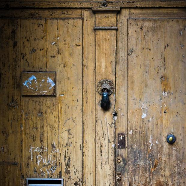 Sete The door