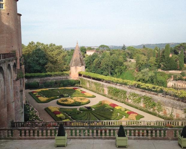 Jardin classique du 17è avec belvédère