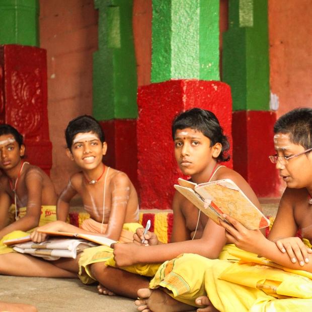 Les brâhmanes, futurs prêtres, enseignants, lettrés