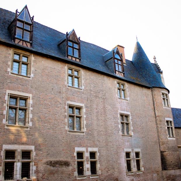 Non , ce n'est pas un château de la Loire, c'est toujours La Berbie à Albi
