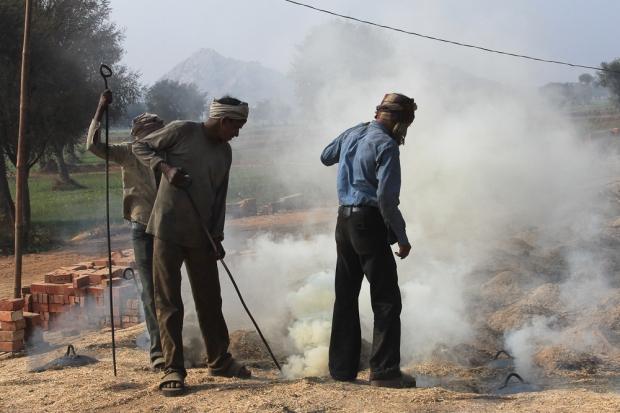 Dans une briqueterie en Inde,  IMG_9503-1