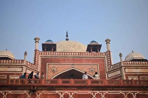 Humayun's Tomb  petits chhatris qui entourent le dôme central, à l'origine du style de l'architecture du Rajasthan et couverte de tuiles bleues.