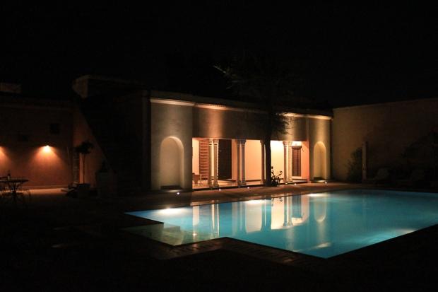 Une piscine dont nous n'avons pas profité, il faisait trop froid...