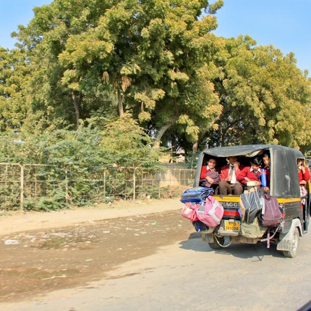 Auto rickshaw de transport scolaire IMG_1629-1