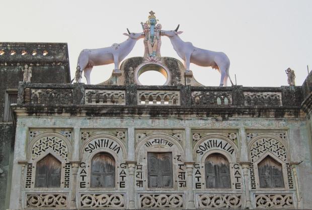 Krishna et ses vaches Sonthylia porte IMG_0196-1