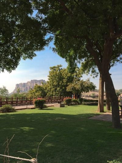 Depuis les jardins deJaswant Thada , vue sur le fort.
