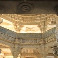 Le délicat temple-piliers  d'Adinath à Ranakpur